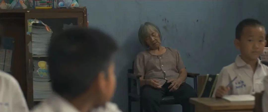 泰国又一催泪广告:带母亲「上课」的老师